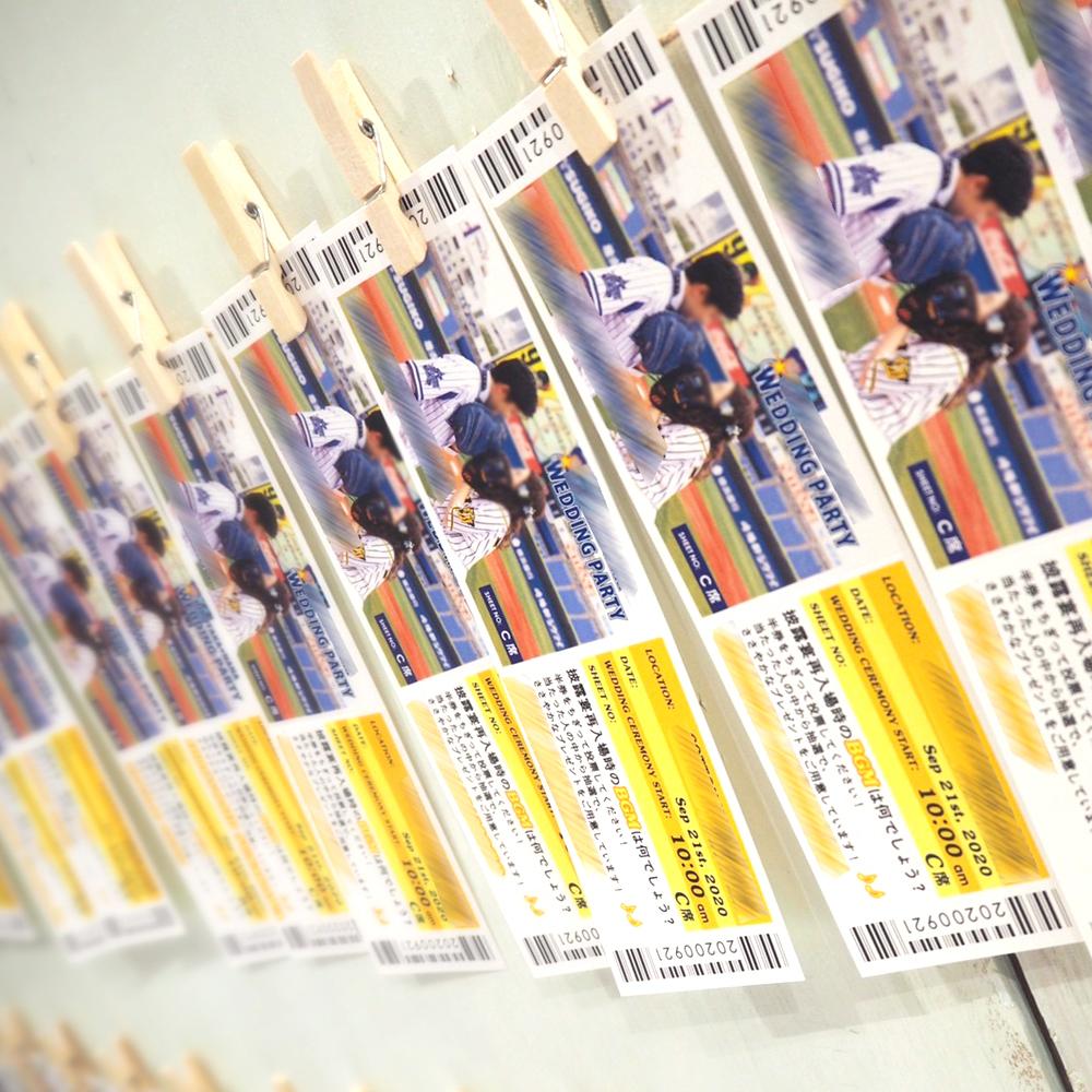 ブルー×イエローが鮮やかな野球観戦チケット風エスコートカードのオリジナル実例