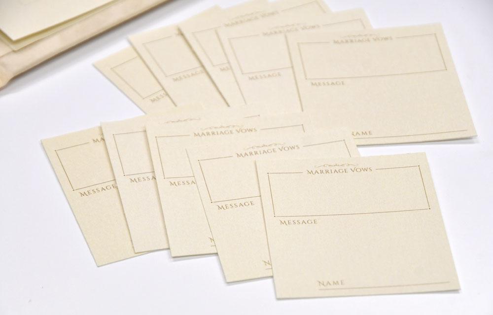 ゲストにリクエストカードを配りそこに誓いの言葉を記載してもらうスタイルの結婚証明書