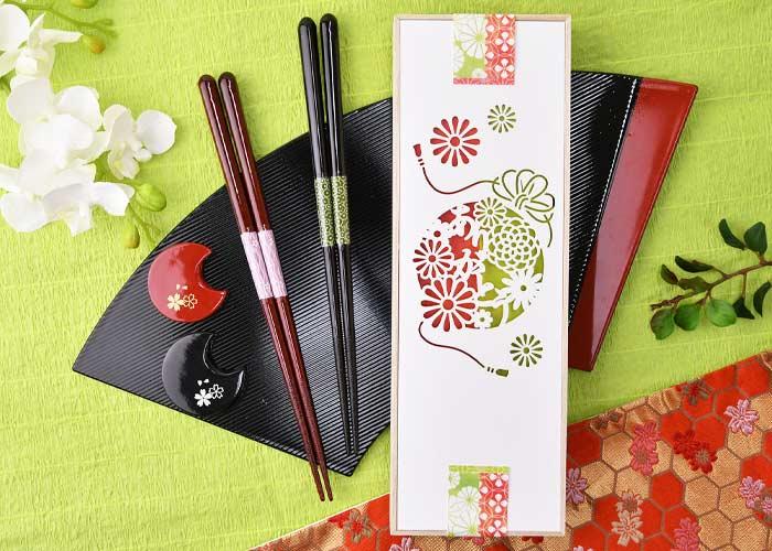 【すぐ届く!即日出荷】ご両親ギフト メッセージカード付 夫婦箸&箸置きセット「華毬」