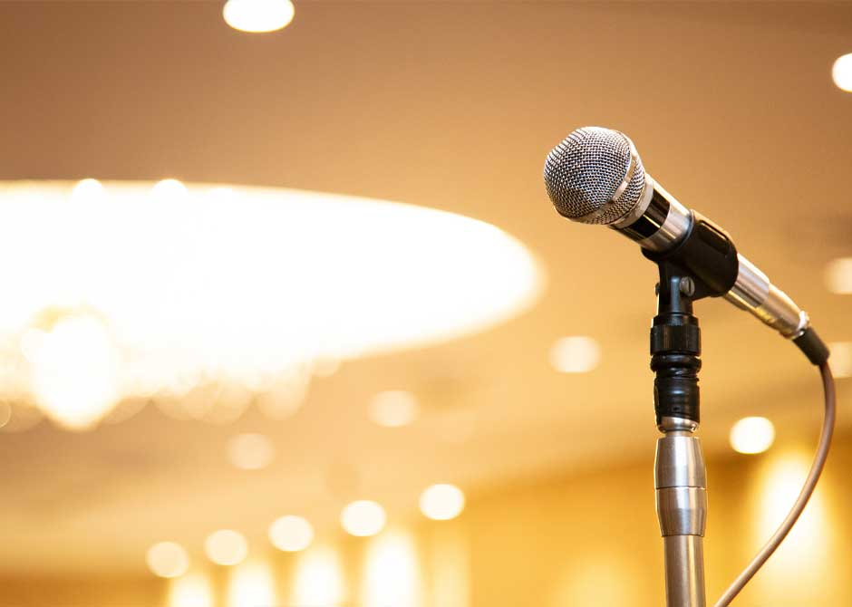 結婚式披露宴会場のスピーチをするためのマイク