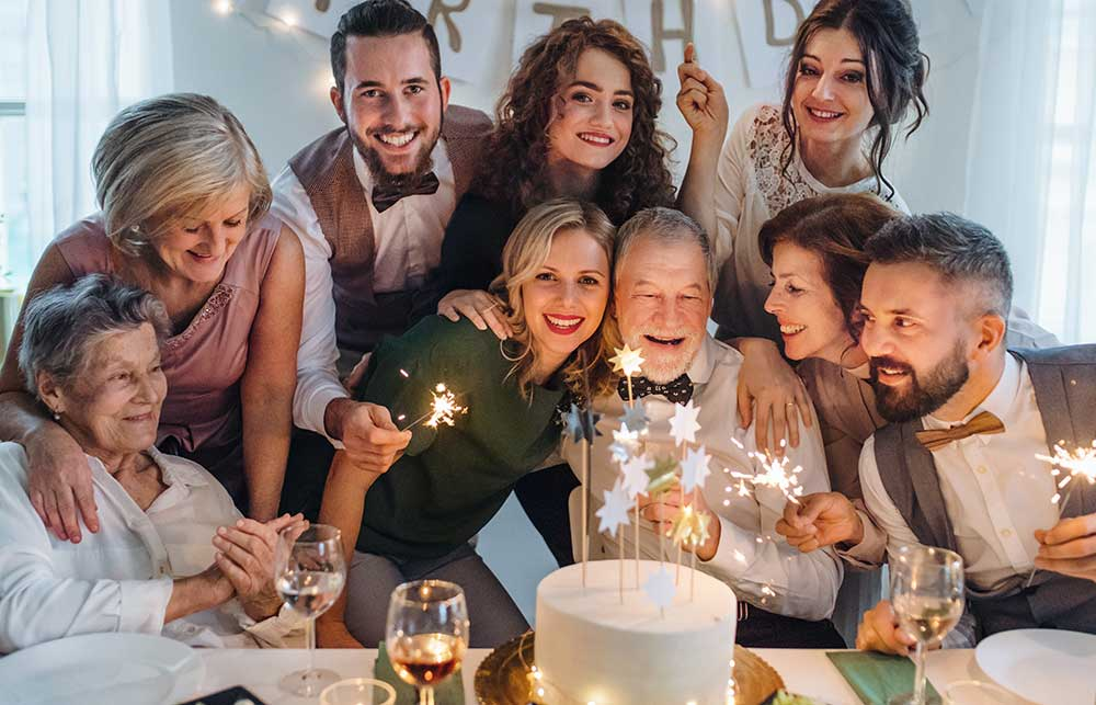 家族で集まってお祝いをする