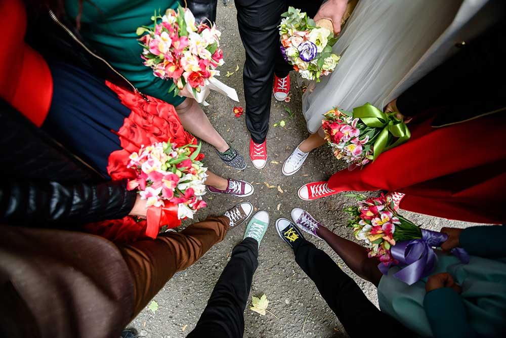 結婚式のドレスコードにスニーカーを指定