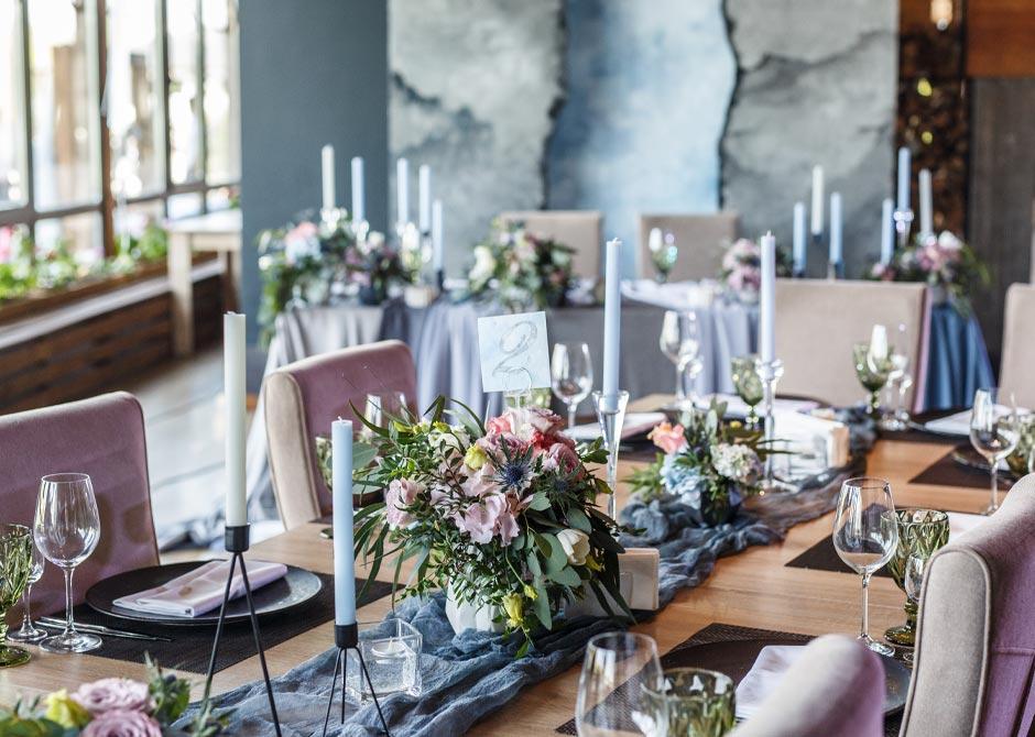 シャビーシックでおしゃれな結婚式の披露宴ゲストテーブル