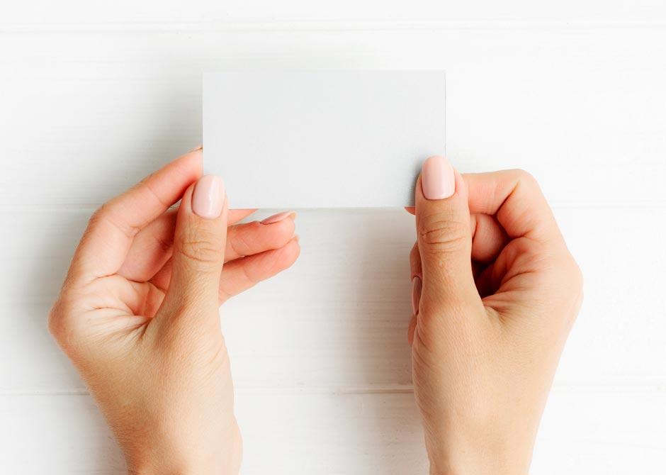 エスコートカードを手作りするための名刺サイズのカード