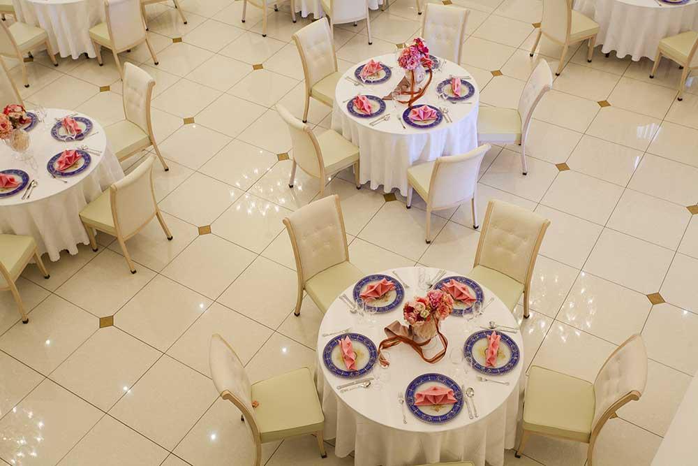 披露宴会場のテーブル配置例