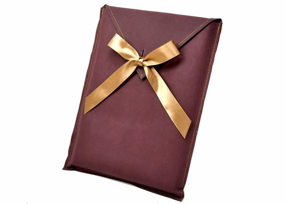 結婚証明書を結婚祝いのプレゼントにするときのラッピングオプション