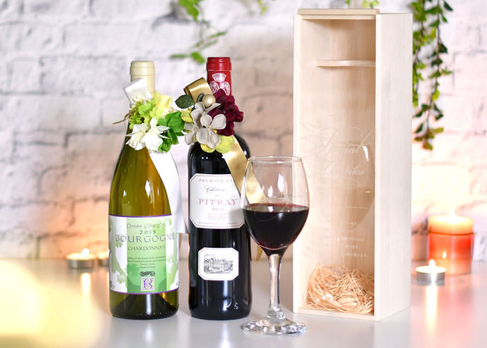 見た目も華やかで真心こもった贈り物メッセージを刻印できるワイン木箱
