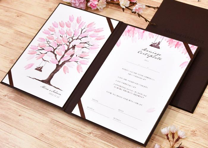 用紙にサインするスタンダードなスタイルの結婚証明書