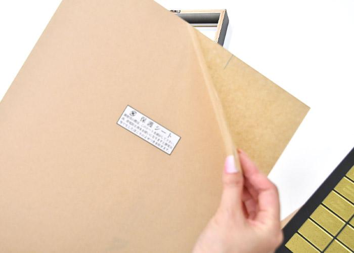 アクリル板の保護シートをはがし、位置を表側にはめかえて保管ください