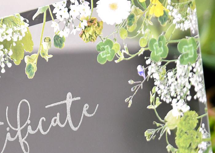 ガラスの結婚証明書 グリーンフロレットクローバーやガーベラ、カスミソウのデザイン