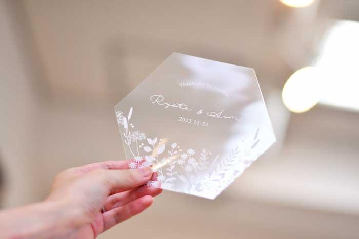 結婚式で使えるクリア素材の「フェイスシールド」イメージ
