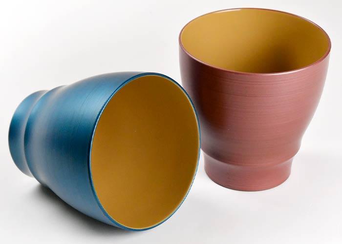 フリーカップは鮮やかな発色が特徴のパール漆塗り仕上げ