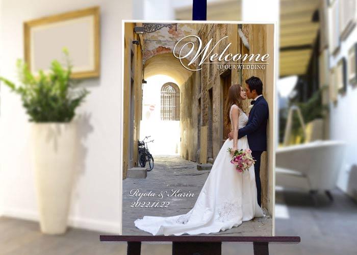 結婚式場のイーゼルに飾ったウェルカムボード