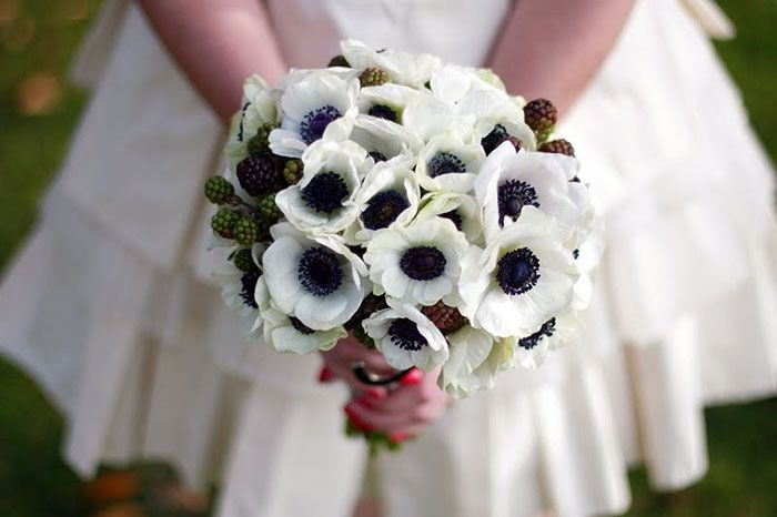anemone-berrie-wedding-bouquet01