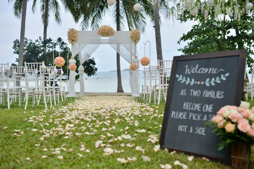 結婚式のコンセプトに合わせたゲストブック選びを