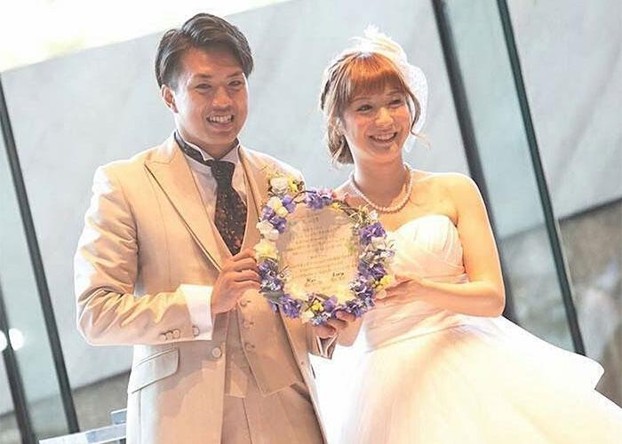 直筆の木製リース結婚証明書