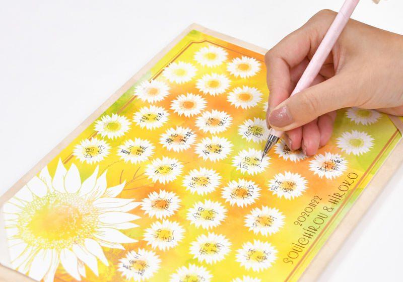 お花のシルエット一つ一つに記帳いただくのが可愛い
