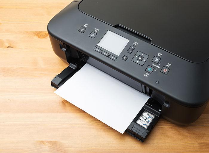 自宅のプリンタで印刷している