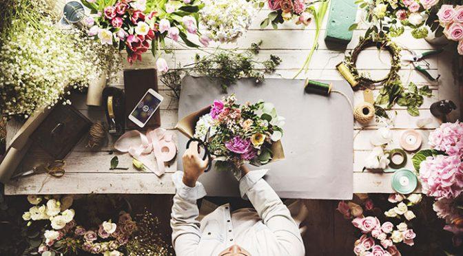 まるでお花屋さん!好きなアレンジにカスタムオーダーして作れる♡お花を使ったウェディングアイテム
