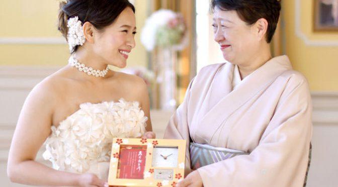 感動サプライズ!結婚式で贈るべき〈祖父母ギフト〉とは?