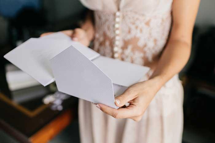 花嫁の手紙 義理両親にも一言付け加えよう 気が利く一言文例集