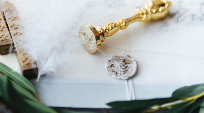 知れば使いたくなる♡結婚式の招待状で使用する封緘シールって?