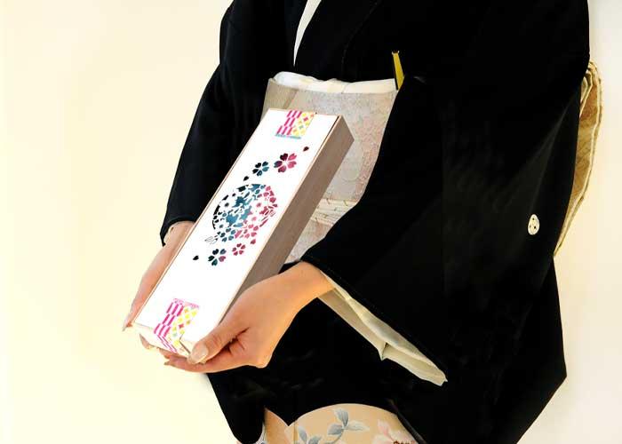 お箸パッケージを桜柄にデザインカッティング