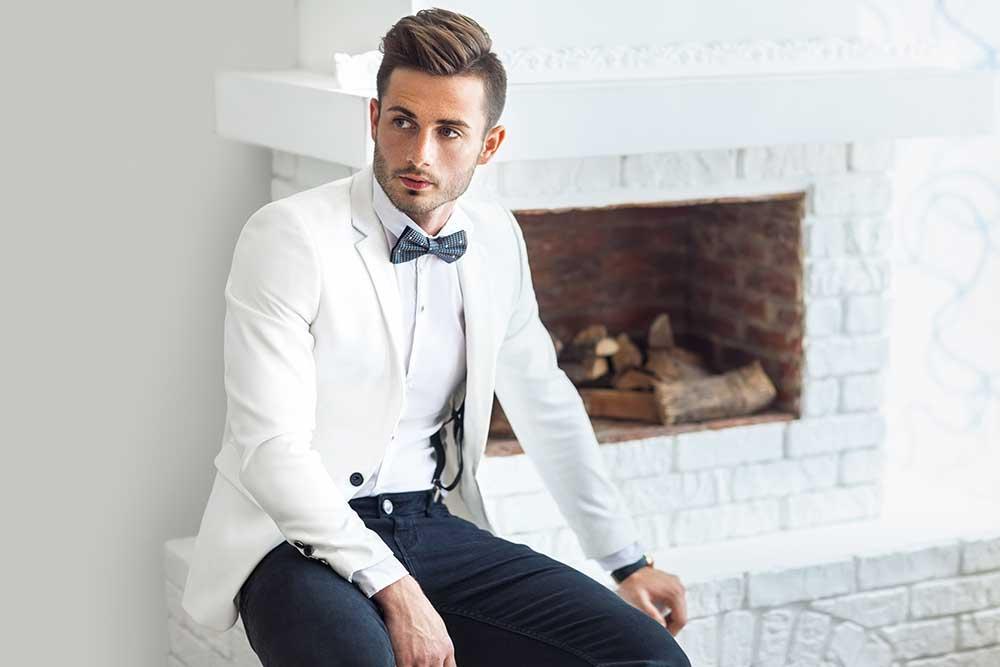 ホワイトスーツの新郎