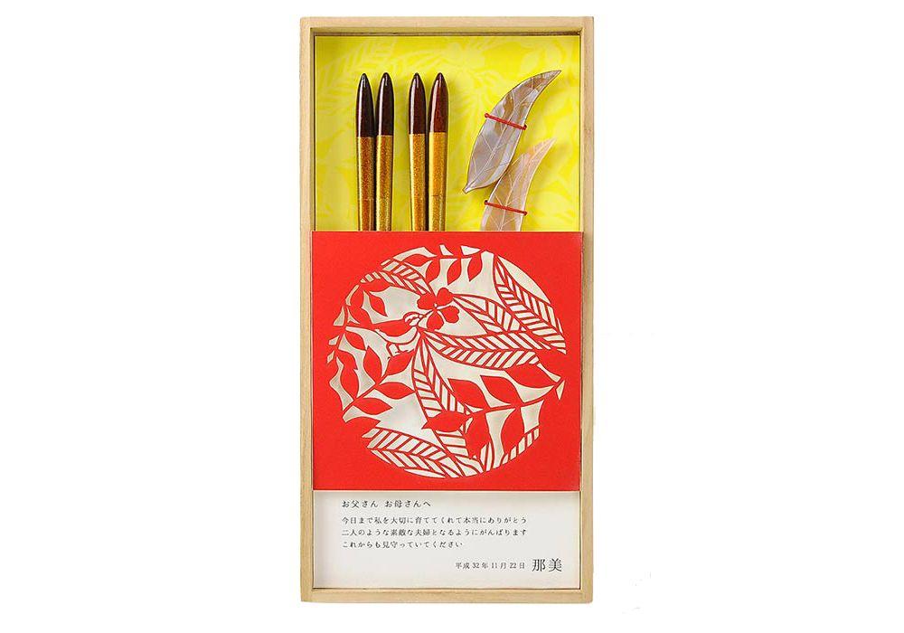 【両親ギフト/夫婦箸】感謝状×箸カットデザイン「リーフレッド」