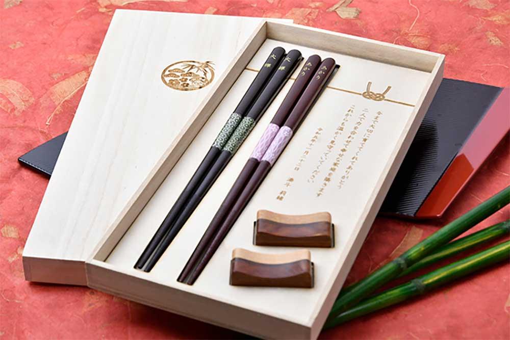 家族婚・両親贈呈品・顔合わせの結ギフト/名前入夫婦箸・箸置きセット<結びmusubi>