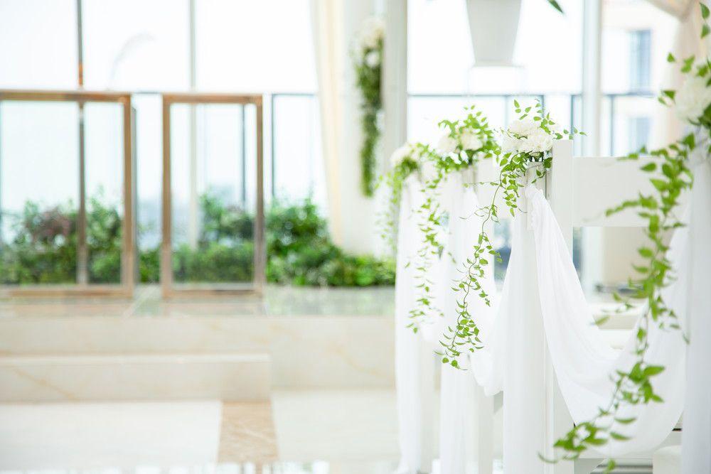 白とグリーンを基調とした結婚式場