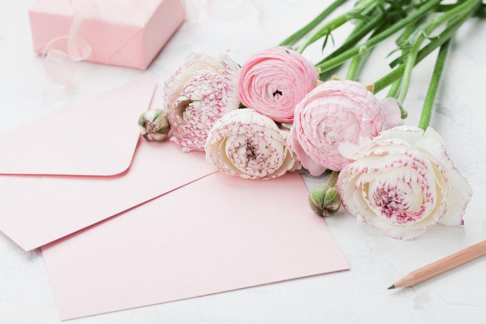 ピンクの封筒&便箋とピンクの花