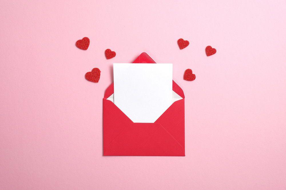 手紙からハートが溢れている