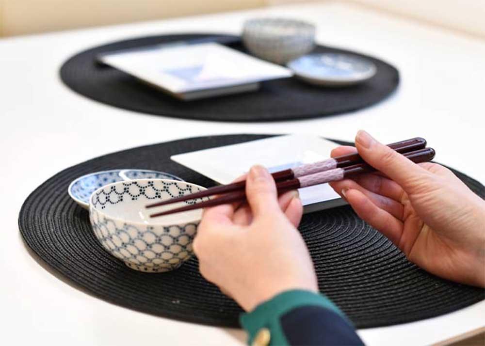 ウェディングにぴったりの縁起のいい贈り物ペアのお箸と箸置きの両親プレゼント