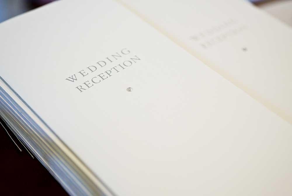 結婚式で使う席次表の束