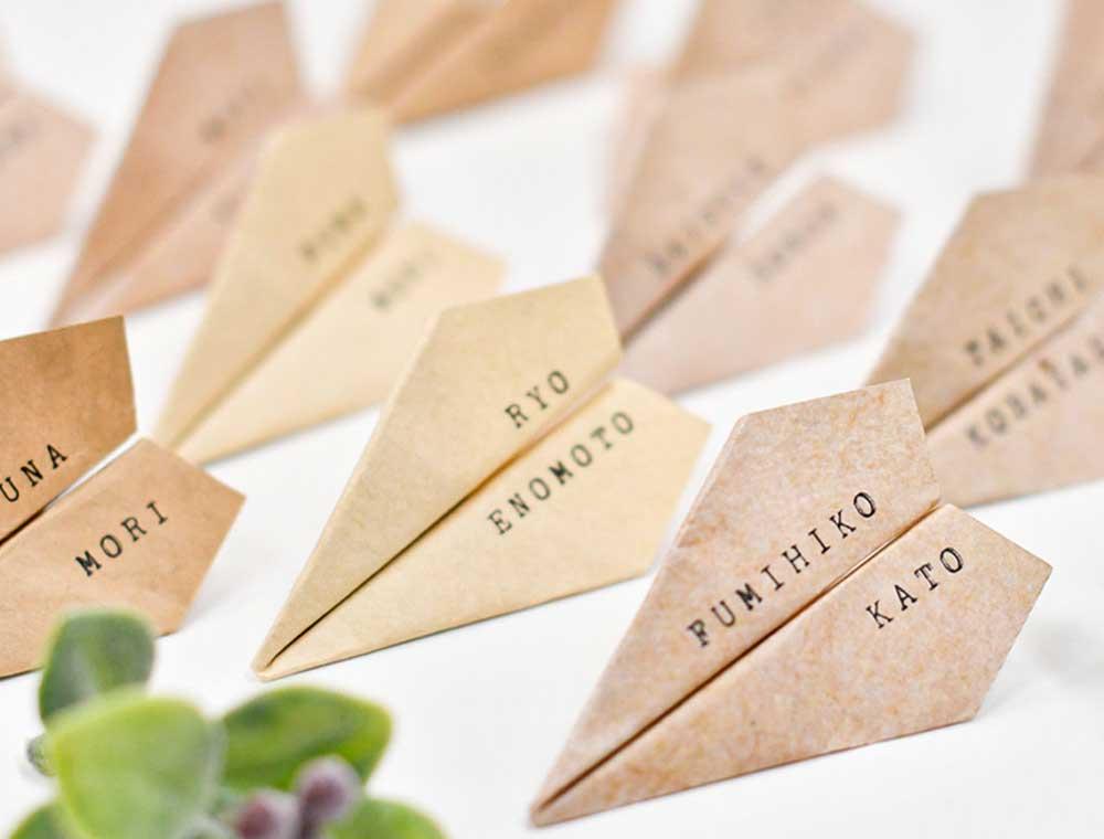 ミニサイズだけど存在感抜群!折り紙がこんなにかわいい紙飛行機型の席札