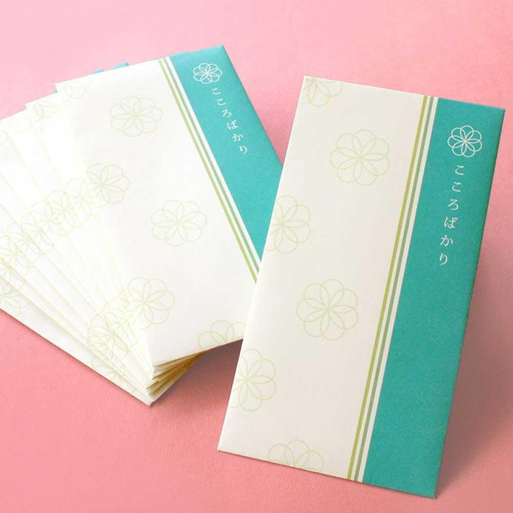クリーム色の封筒に心なごむ和の紋様「こころばかり」心付封筒